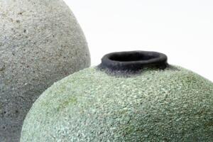 Mørkegrøn med sand fra Sandvig, d 16 cm, pris 1600 kr.